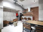 打合せができるキッチン付きの共有スペースが特長
