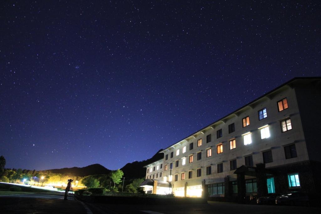 休暇村、流れ星目撃情報を6月15日より公開!星空のプロジェクト「流れ星みつけた」