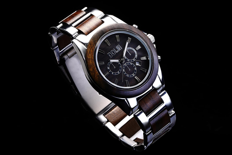 無垢の天然木と国産ムーブメントの腕時計