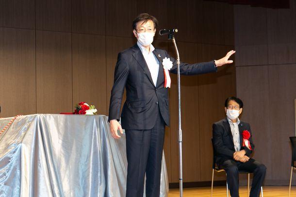 新生ホームサービスが神戸市兵庫区の区民ホールに寄贈したグランドピアノのお披露目演奏会が開催