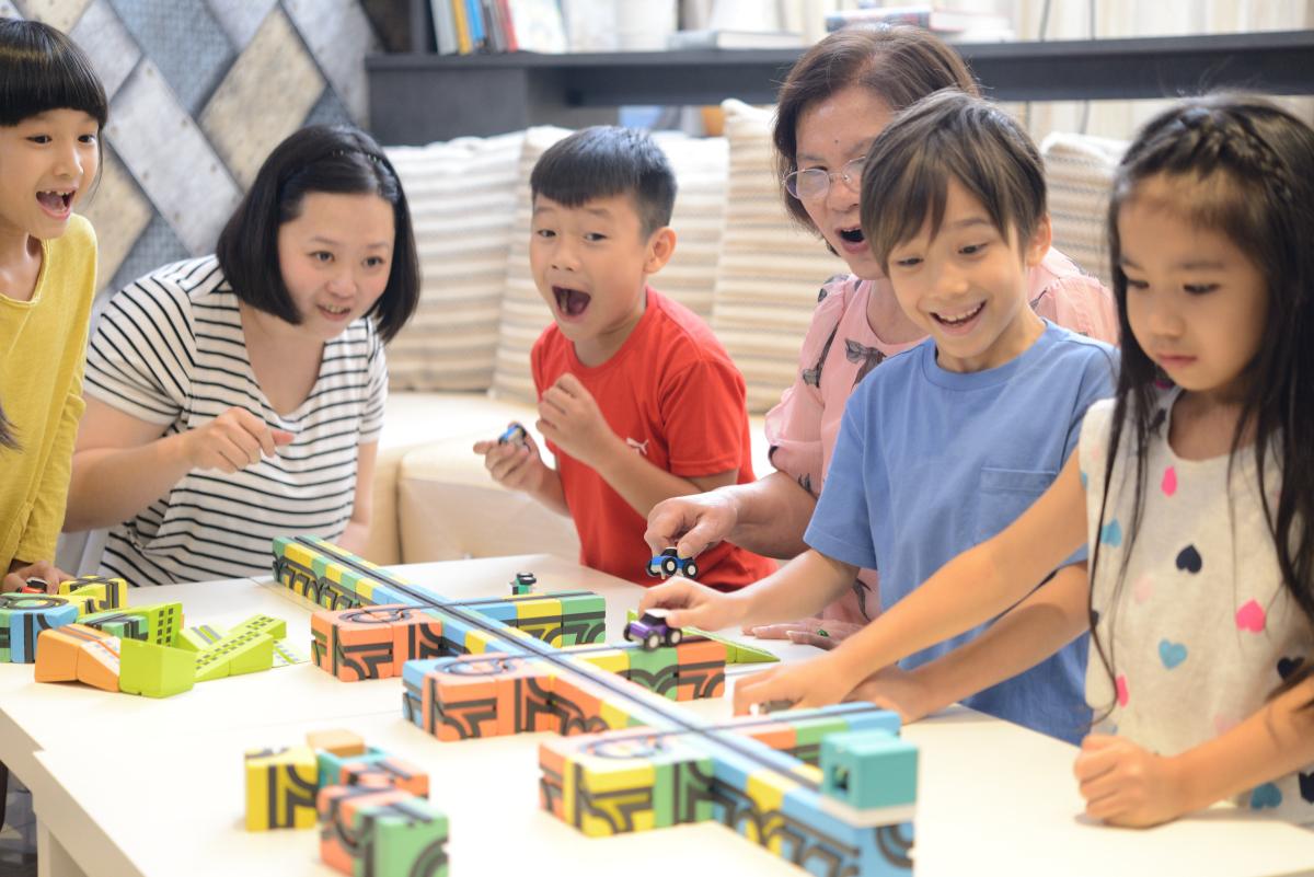 家族・友達と楽しめる知育玩具「Qbi toy」
