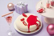 「ロゼスパークリングワインゼリー 苺フィンガークッキー添え」(写真左) 「ライチとローズヒップのマニキュアムース」(写真右)