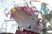 新しく建造された漁船の進水式