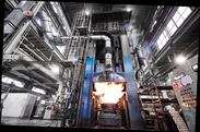 8,000t油圧プレスマシーンによる鍛造製法を採用。