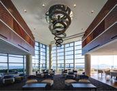 天井が高い玄関ロビーで旅の開放感を満喫