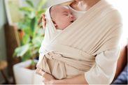 赤ちゃんをピッタリ包むことで安眠を誘う、伸縮性のある生地