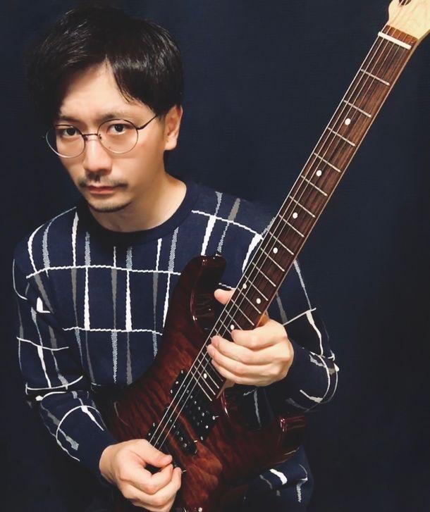 今最も話題のネオ・ソウル・ギタリスト有賀教平初のギター教則本を8月20日に発売!