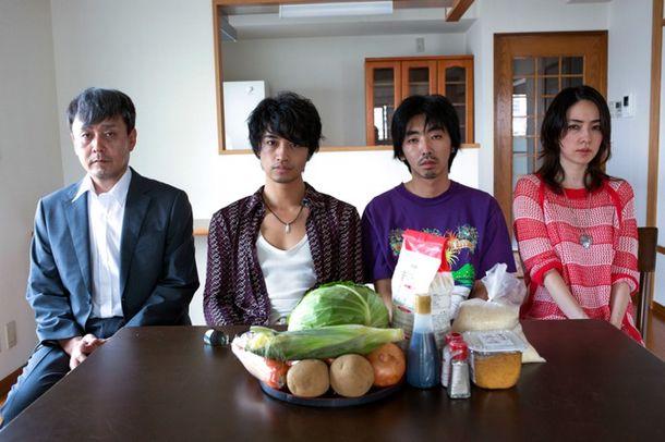 Episode1『鈴木ごっこ』 (C)2015「家族ごっこ」製作委員会